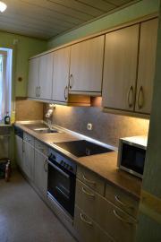 Küchenzeile, Hochschrank & Tisch