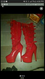 Latex-/Lackstiefel Rot