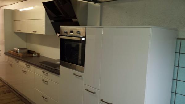 Magnolia Hochglanz Küche inkl. NEFF Backofen und Kochfeld in ...