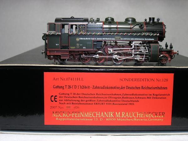 Micro - Feinmechanik Micro - Metakit 07411 H. L. ZAHNRADLOKOMOTIVE T 28 NEU - Hamburg Winterhude - Marke: Micro - FeinmechanikBaugröße (Spurweite): Spur H0 (16,5 mm) Herstellernummer: 07411 HLPräzise Produktart: Zahnradlokomotive Stromversorgung: GleichstromProduktart: Dampflok Herstellungsjahr: 2007MPN: 07411 HL - Hamburg Winterhude