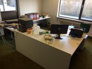 Moderner Büro-Schreibtisch