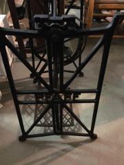 Nähmaschinengestell mit Marmorplatte toller Tisch