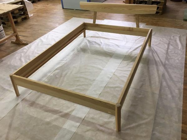 neu bett arne gr ne erde 140x200 cm mit kopfhaupt kernesche in offenburg betten kaufen und. Black Bedroom Furniture Sets. Home Design Ideas