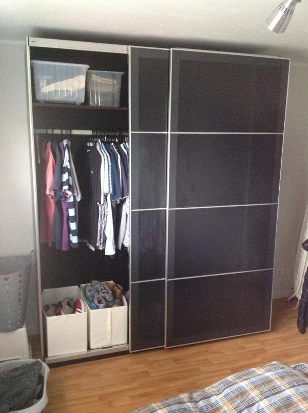 pax kleiderschrank mit schiebet ren schwarzbraun uggdal. Black Bedroom Furniture Sets. Home Design Ideas