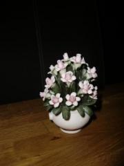 Porzellan Blumen Vase mit Blumen