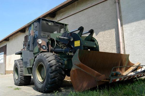 radlader schwenklader bundeswehr bagger stapler in trebur traktoren landwirtschaftliche. Black Bedroom Furniture Sets. Home Design Ideas