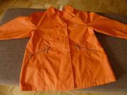 Regenjacke für den Übergang orange