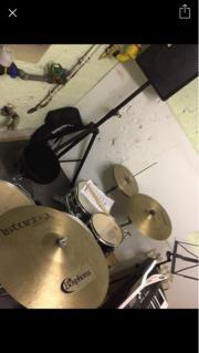 Schlagzeuger/in für