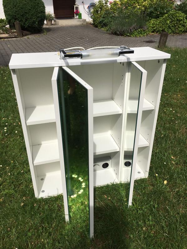 spiegelschrank mit beleuchtung ankauf und verkauf anzeigen. Black Bedroom Furniture Sets. Home Design Ideas