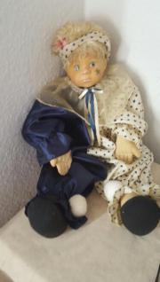 Süße Puppe an