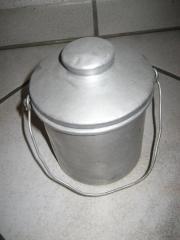 uralte antiquarische Alukanne - Aluminiumtopf - Henkelbecher -
