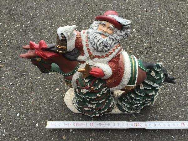 weihnachtsmann auf dem pferd gips figur ca 30x25x10cm fest deko weihnachten in. Black Bedroom Furniture Sets. Home Design Ideas