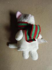weiße Fingerpuppe mit Schal