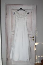 Wunderschönes, schlichtes Brautkleid