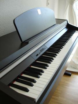 Tasteninstrumente - Yamaha Clavinova CLP und CVP